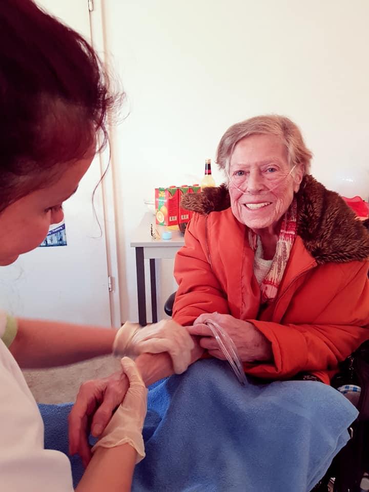 Die Bewohner im des KORIAN-Hauses Magdalenenhof genießen das monatlich stattfindende Wellnessprogramm.