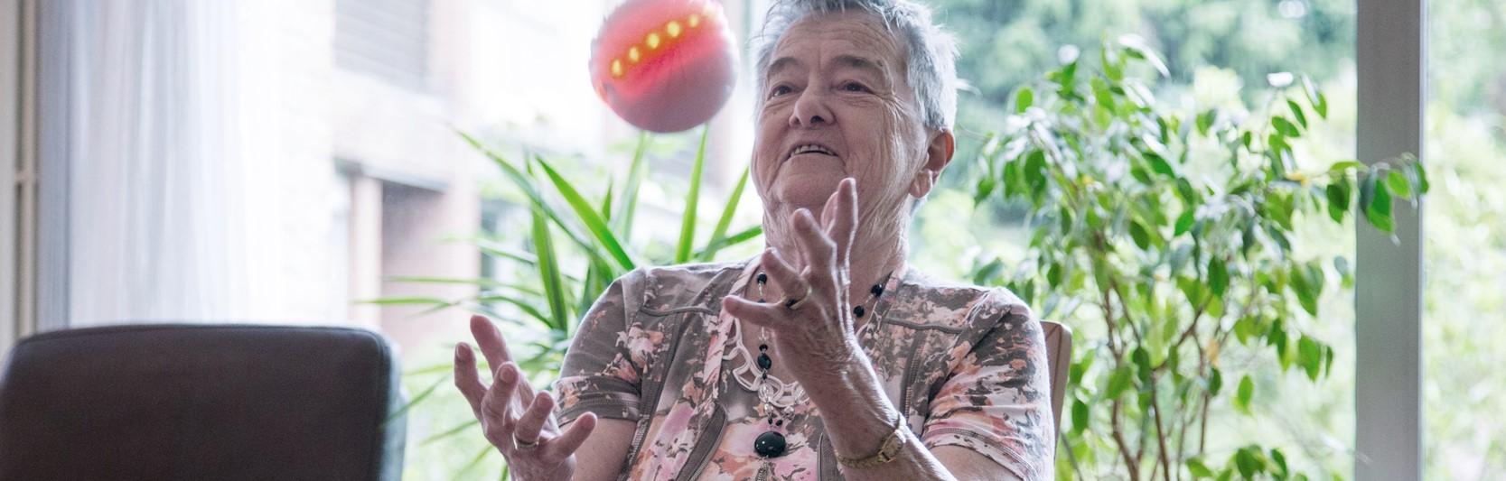 High-Tech Kugel begeistert im Seniorenheim