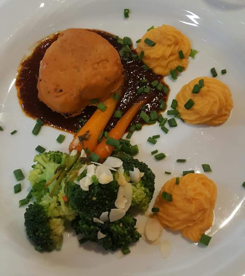 Das hochwertig zubereitete Essen auf dem Gala-Dinner im Vilsecker Pflegeheim überzeugte alle Gäste.
