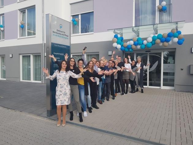 Einrichtungsleiterin Helena Singer und ihr Team bei der Eröffnungsfeier des KORIAN-Heims in Koblenz.